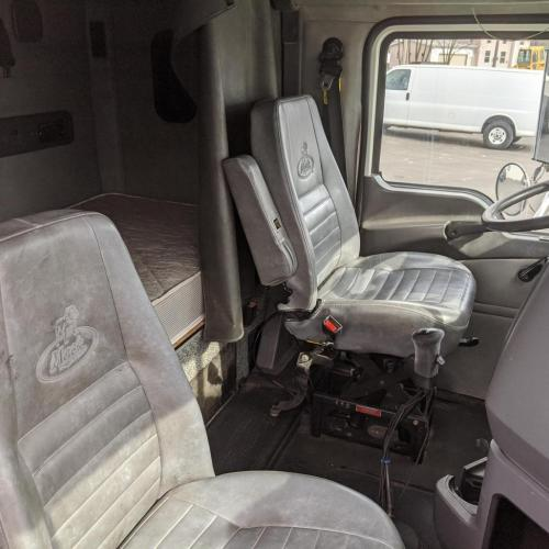 Interior/Seats 2014 Mack CHU613